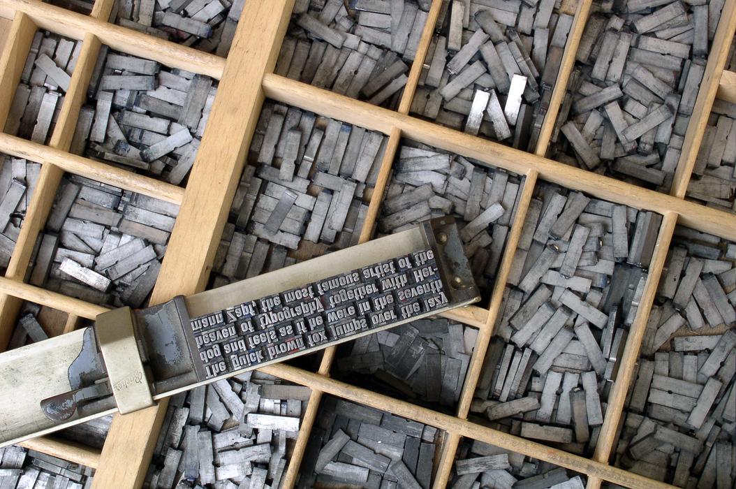 Так называемый, подвижный шрифт. Попробуйте прочитать что написано?